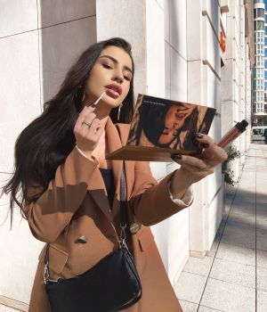 Simona with our NUDE Eyeshadow Palette