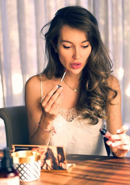 Nikole Stankulova with Cappuccino & NUDE Eyeshadow palette